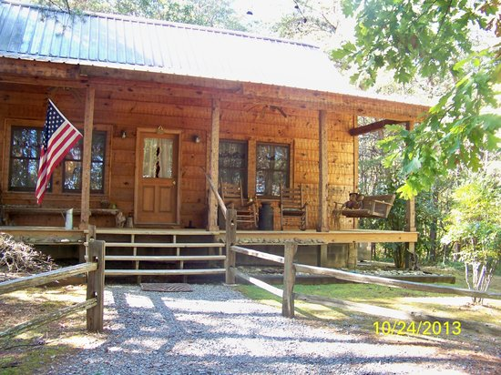 All Seasons Cabin Rentals: Front of Cabin