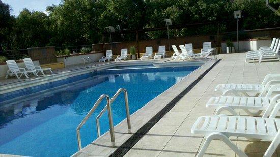 Raices Aconcagua: Me encanto la piscina y una excelente atencion de la guardavias Analia