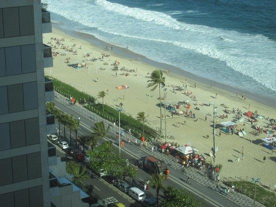 Sofitel Rio de Janeiro Ipanema: Ipanema beach from our hotel room