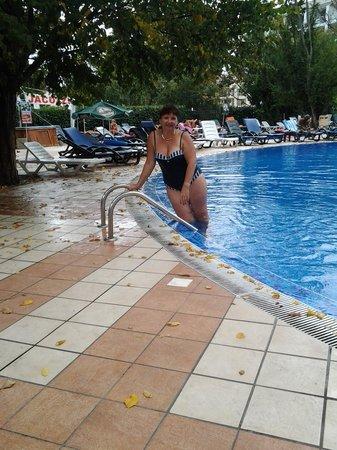Golden Yavor Hotel: возле бассейна