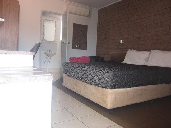 Eldorado Motor Inn: Queen Room