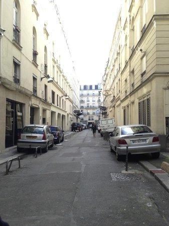 Hotel Corona Opera: the street