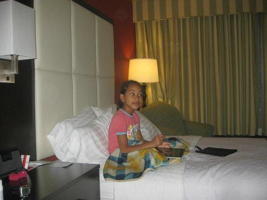 Holiday Inn Nashua: happy baby watching TV