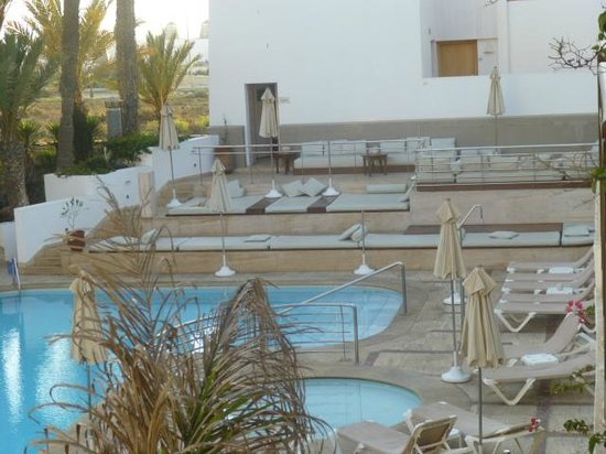 Hotel Timoulay & Spa Agadir : Pool area beds with matresses..it is mostly in the shade though
