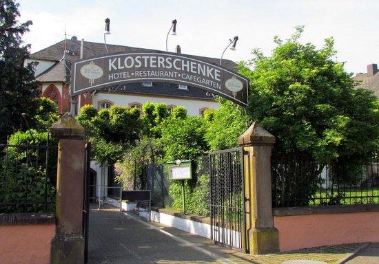 Klosterschenke: Hotel from front