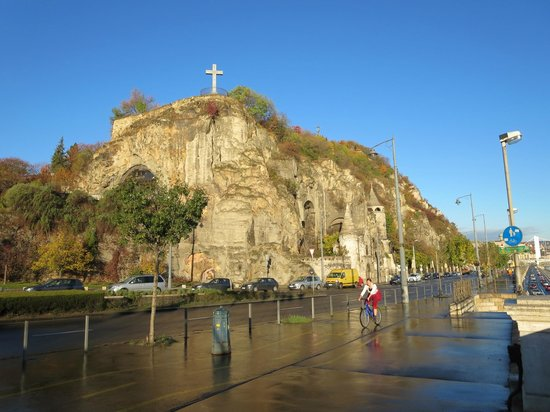Running Tours Budapest : Church in the Rock