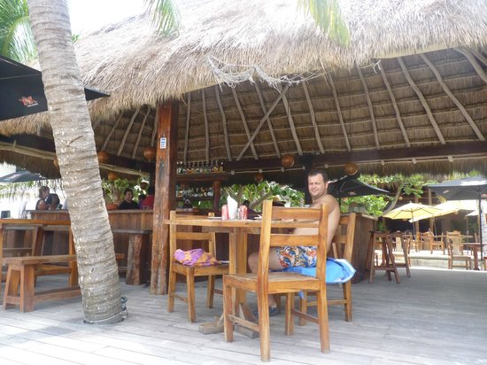 Fenix Lounge Restaurant & Beach Club: open air