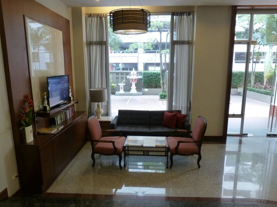 Asoke Residence Sukhumvit: Reception