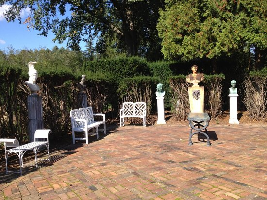 Museum of the Shenandoah Valley : Roman Statuary in gardens behind Glen Burnie