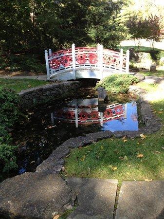 Museum of the Shenandoah Valley : Oriental footbridge in gardens behind Glen Burnie
