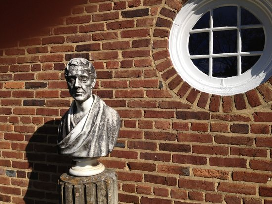 Museum of the Shenandoah Valley : Roman statuary beside stable wall at Glen Burnie
