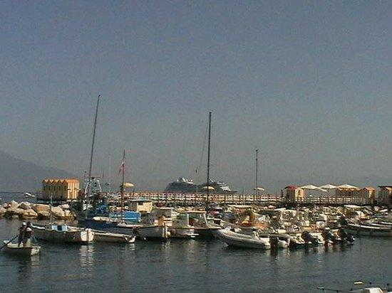 Hotel Zi Teresa: harbour