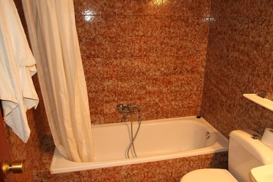 Hostal La Noria : Room 107 - bathroom