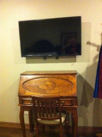 """Noble House Suites: 40"""" TV"""