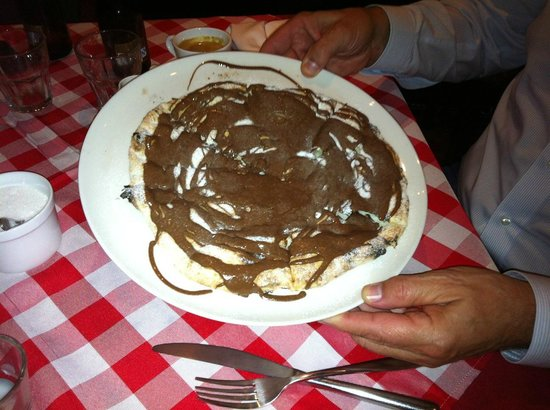 Bella Napoli (Nanhui Road): sweet pizza with nutella!?