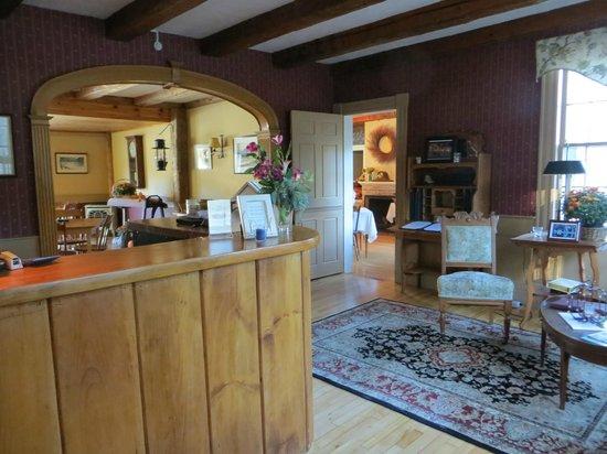 Lovett's Inn: Main lobby and check in area