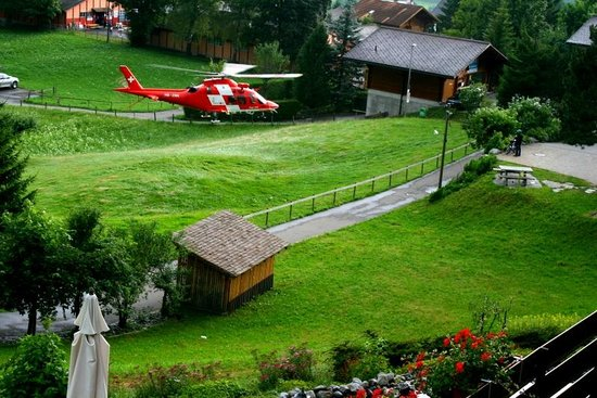 Sunstar Hotel Grindelwald: Rescue helicopter landing in the hotel garden.