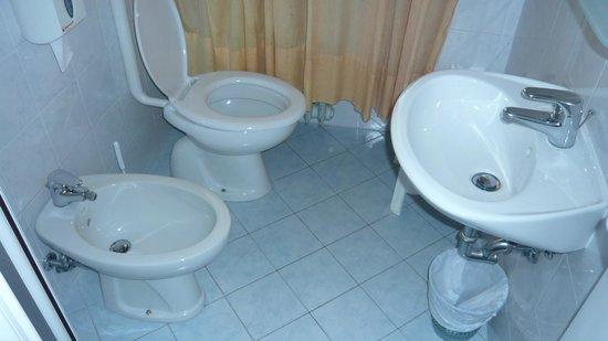 Hotel Roma : Lo chiamate bagno?