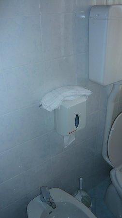 Hotel Roma : caspita ma nemmeno un appendi asciugamano?