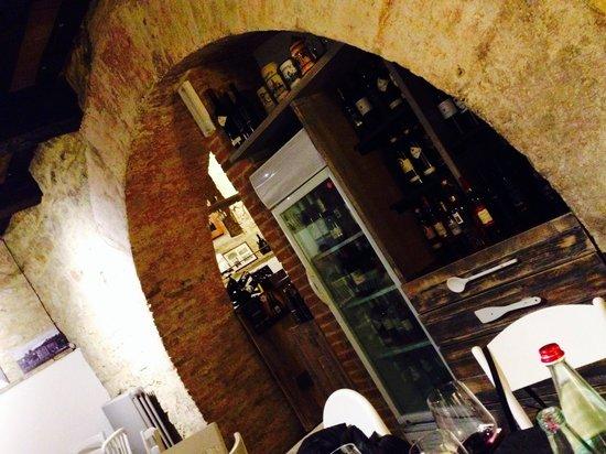 Umbria DOC - Taverna Dei Sapori : L'arco in pietra..