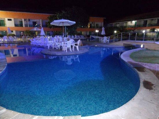 Hotel Beach Hills : Foto noturna da piscina