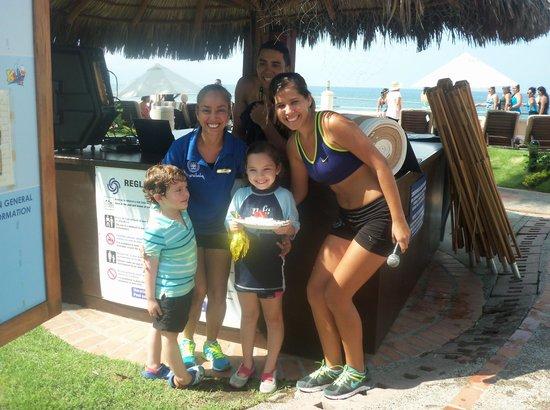 Plaza Pelicanos Grand Beach Resort: cantando las mañanitas