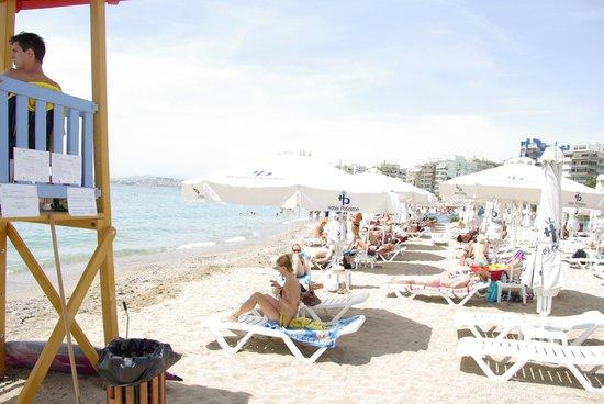 Poseidon Athens Hotel: Пляж у отеля (платный!)