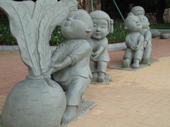Nanning People's Park: inside the park