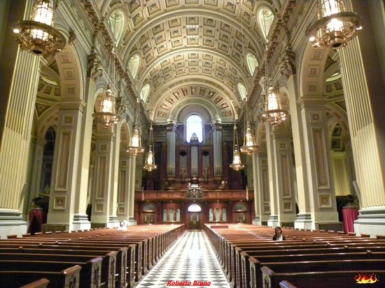 Cathedral Basilica of Saints Peter and Paul: Interno