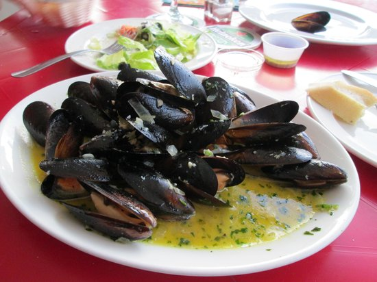 Topper's By The Sea : Mussels appetizer.