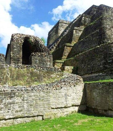 Colinda Cabanas : Mayan ruins at Altun Ha.