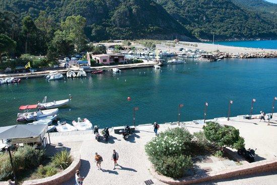 Hotel La Calypso: View from room balcony to harbor area and beach below