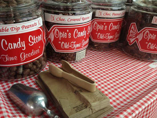 Opies Candy Store: Grab a bag and scoop it in!