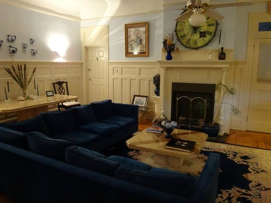 Cedars & Beeches: Living room