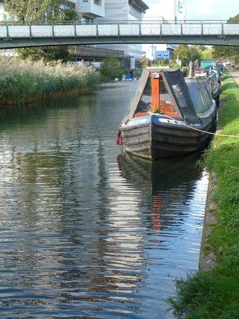 Regents Canal : Meath Bridge
