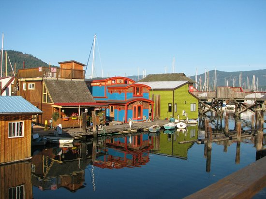 Oceanfront Suites at Cowichan Bay: nearby marina