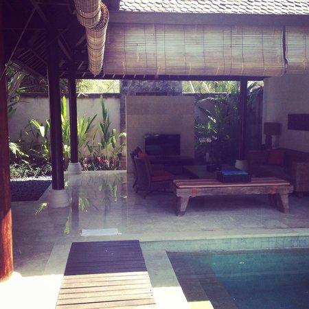 Villa Air Bali Boutique Resort & Spa: Living area/pool!