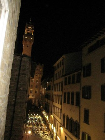 Hotel Por Santa Maria: View toward Piazza della Signoria from room (SE)