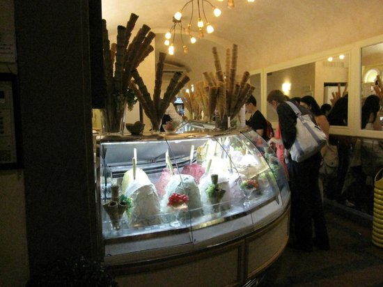 Hotel Por Santa Maria: Gelato downstairs - Mmmmm...