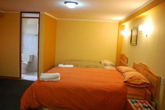 Morales Guesthouse: twin bed room