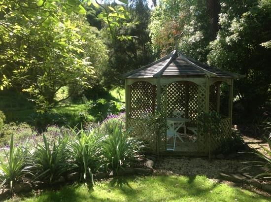 Potters Croft Garden : cooler spots to relax on hot days