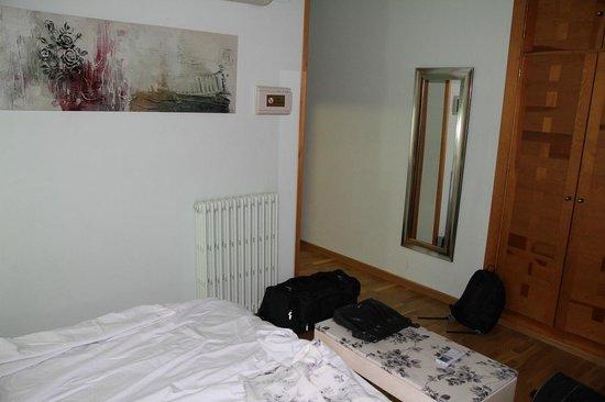 Hotel Condes de Castilla: Room 203