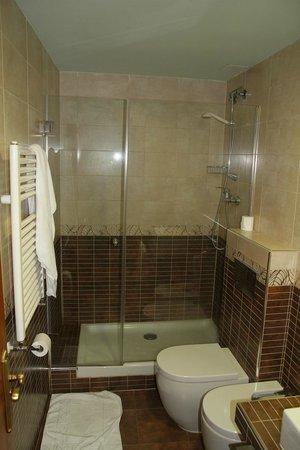 Hotel Condes de Castilla: Room 203 - bathroom