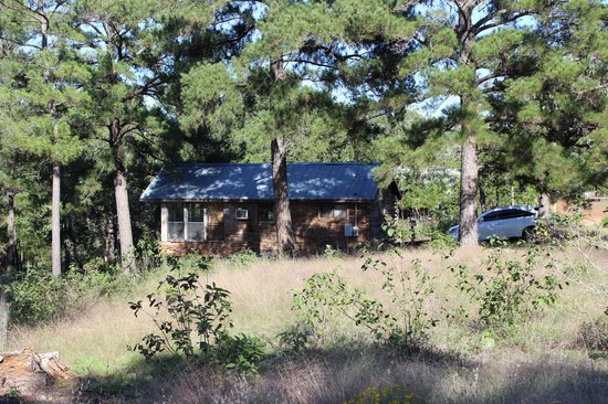 9E Ranch Texas Cabins : View of Eagle's Nest from hiking trail