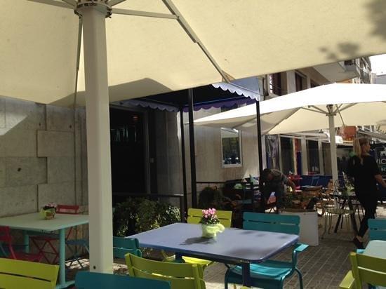 Hotel 54 Barceloneta : the nice terrace of the restaurant/bar