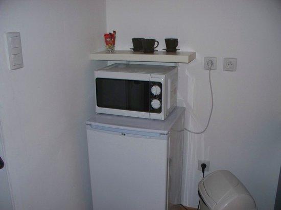 U Passa Tempu : Fridge and microwave