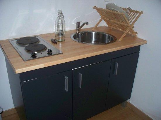 U Passa Tempu : Sink, stove area...dishes (from Ikea) included!