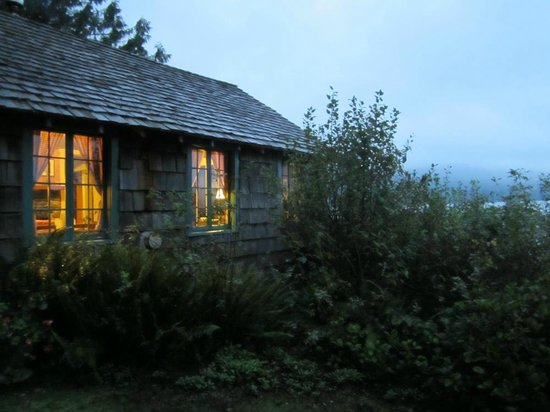Lochaerie Resort: Storm King Cabin overlooking Lake Quinault