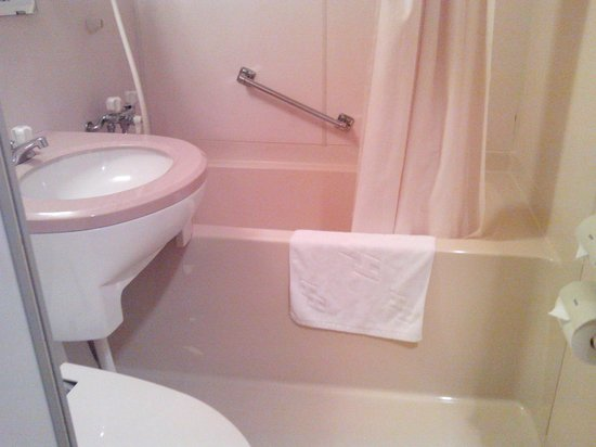 Hotel 123  Kobe: clean bathroom
