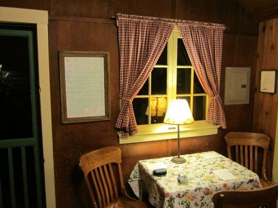 Lochaerie Resort: Dining Table in Storm King